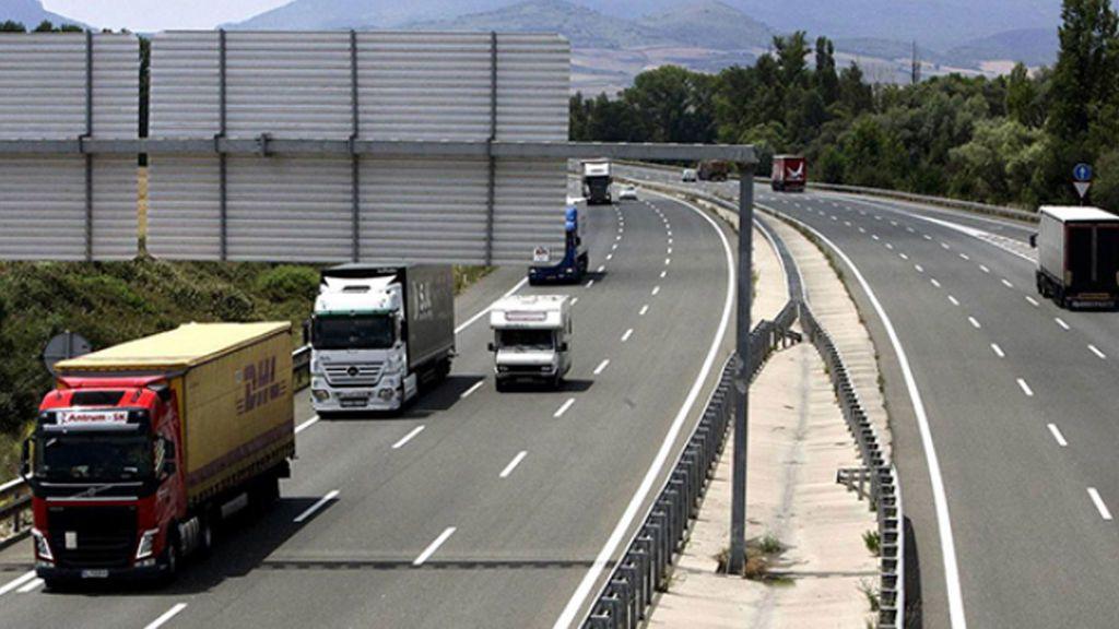 """Los camiones podrían ser obligados a circular por autopistas por razones de """"seguridad vial y medioambientales"""""""