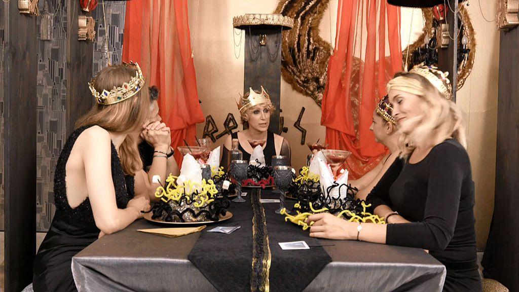 """El Rey Kronus celebra una cena oscura y regia en el Reino de Cisternia"""""""