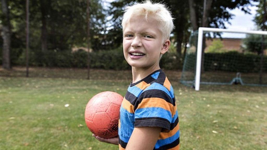 Julle, un niño sueco de nueve años, excluido de su equipo de fútbol por ser transgénero