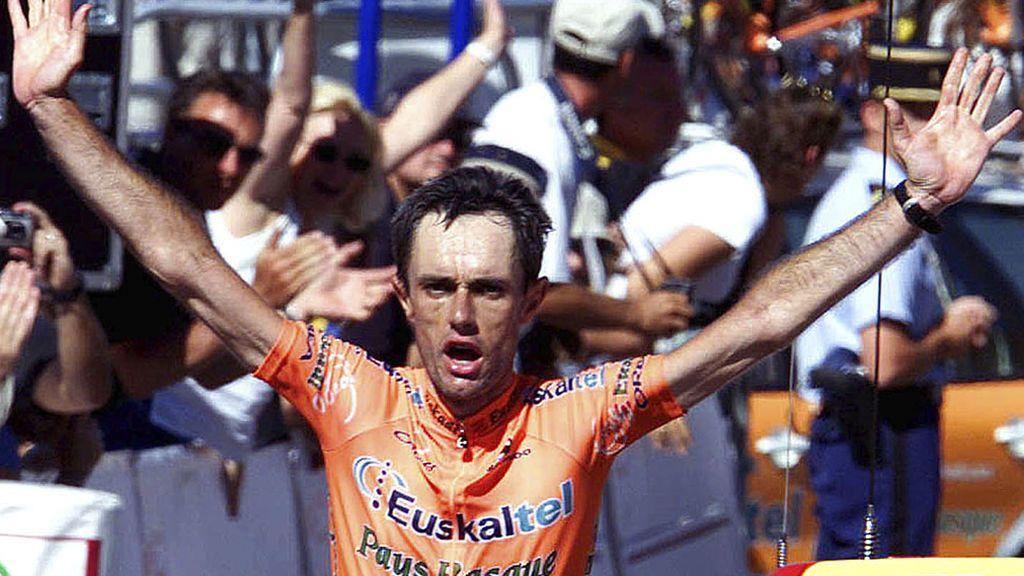 """Multado con 200 euros por saludar """"soltando las manos del manillar"""": La esperpéntica sanción al exciclista profesional Roberto Laiseka"""