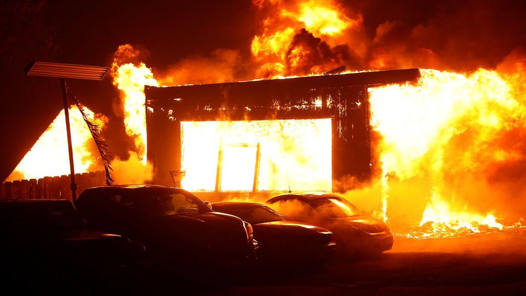 En fotos, miles de evacuados en el devastador incendio en el norte de California