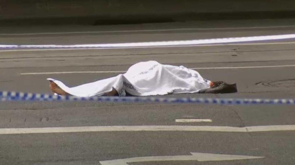 Abaten a tiros a un presunto terrorista que apuñaló a varias personas en Melbourne