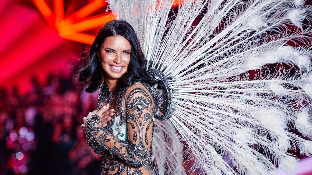 Adriana Lima cuelga las alas de 'Victoria's Secret': la emotiva despedida de este ángel veterano (lágrimas incluidas)