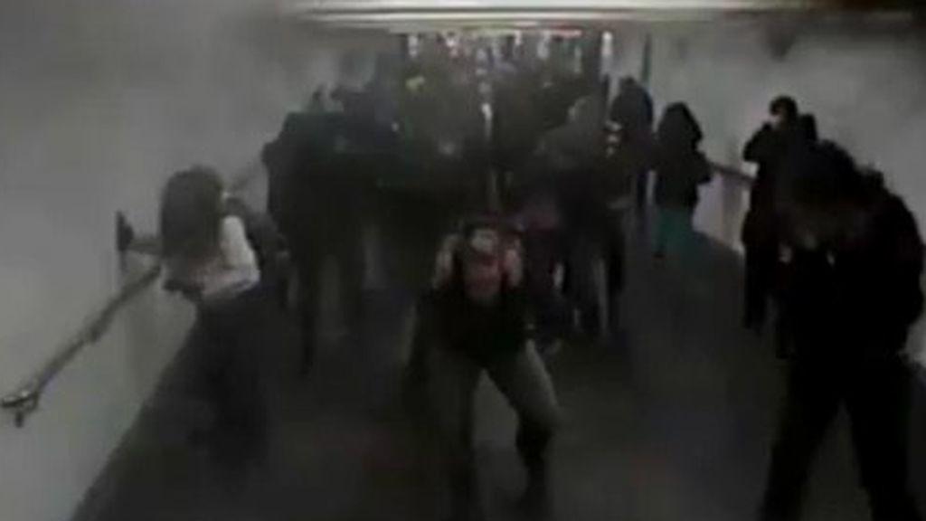 Impactantes imágenes: culpable de terrorismo el hombre que se inmoló en un pasillo del metro de Nueva York