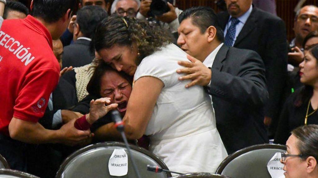 Desgarrador momento en el que una diputada mexicana se entera que han asesinado a su hija