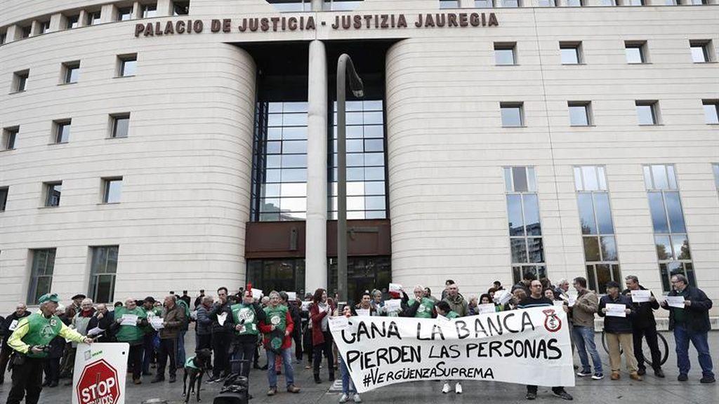 Los ciudadanos salen a la calle para protestar contra el Tribunal Supremo