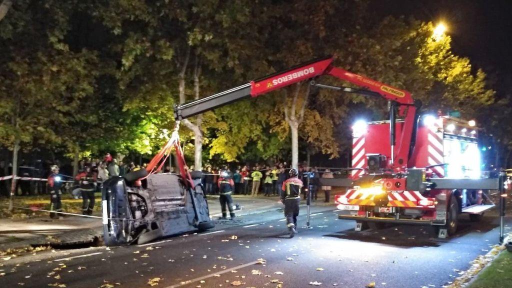 Un coche se hunde tras abrirse un socavón en una calle de Zamora