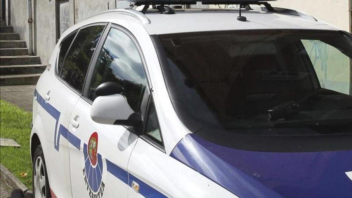 Detenido por intentar atropellar a un ertzaina y embestir a un grupo de personas en Vitoria
