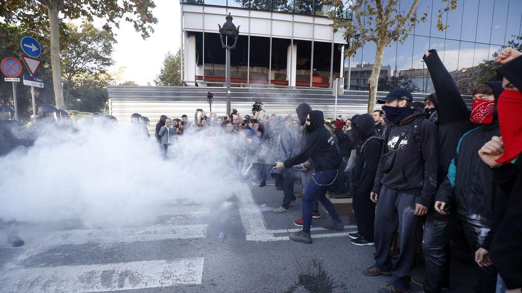 Cargas policiales contra los CDR en una manifestación de Jusapol en Barcelona