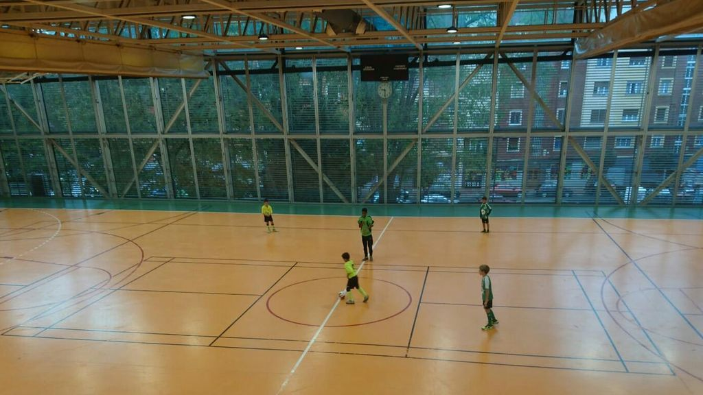 Mikel, el niño con autismo cuyo club no le dejaba jugar partidos, debuta con su nuevo equipo de fútbol