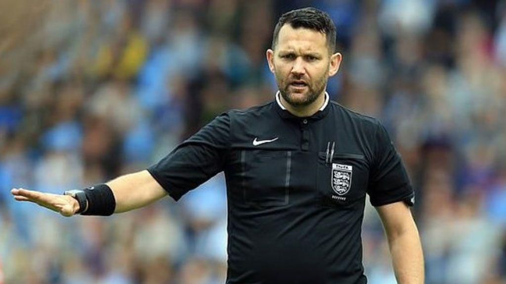 Un árbitro es sancionado por la FA tras realizar el sorteo con el juego piedra, papel y tijera