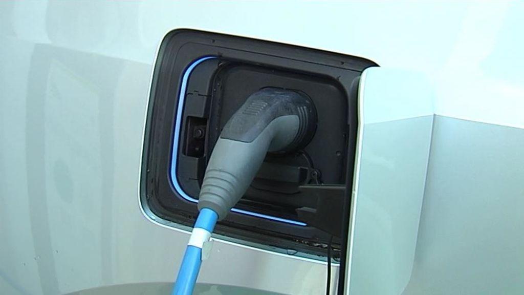 1.200 gasolineras se reconvertirán en 'electrolineras' o recibirán multas de 30 millones