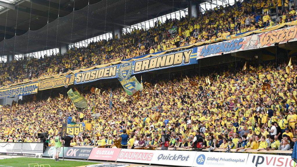 La 'Macarena' llega al fútbol: locura en Dinamarca con la versión de los aficionados del Brøndby