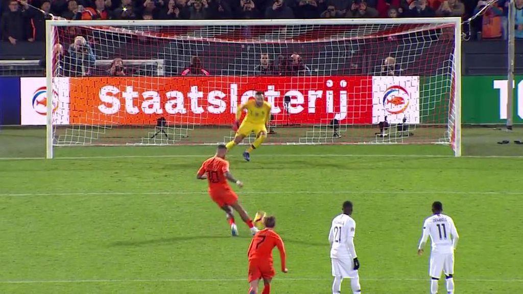 Memphis Depay redondea su partidazo ante Francia con un golazo de penalti a lo Panenka (2-0)