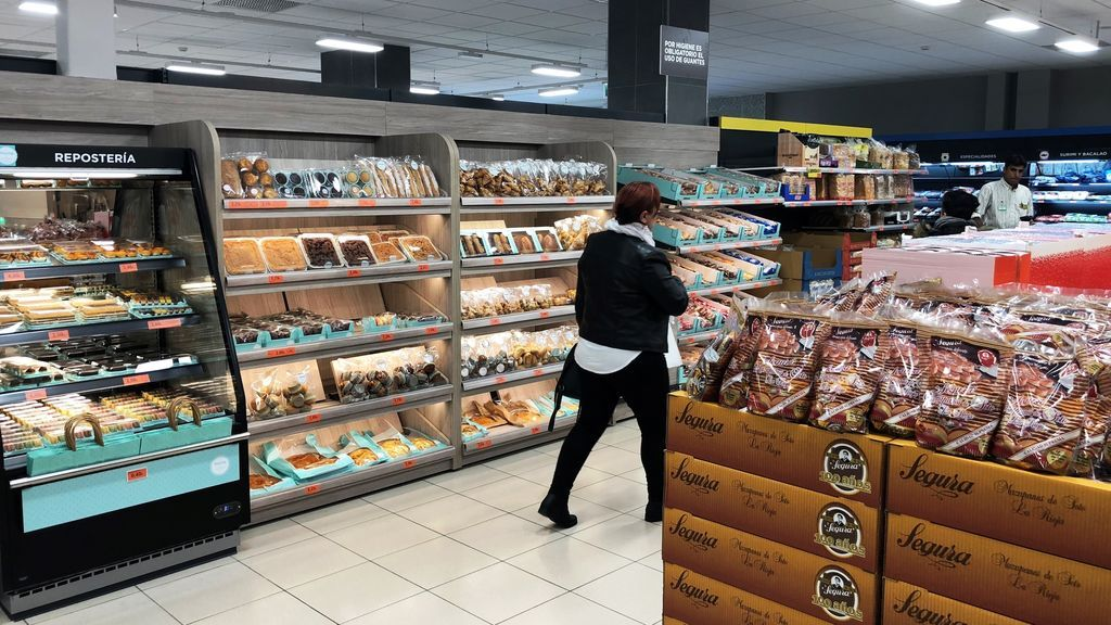 Más de la mitad de los españoles prefieren comprar en supermercados