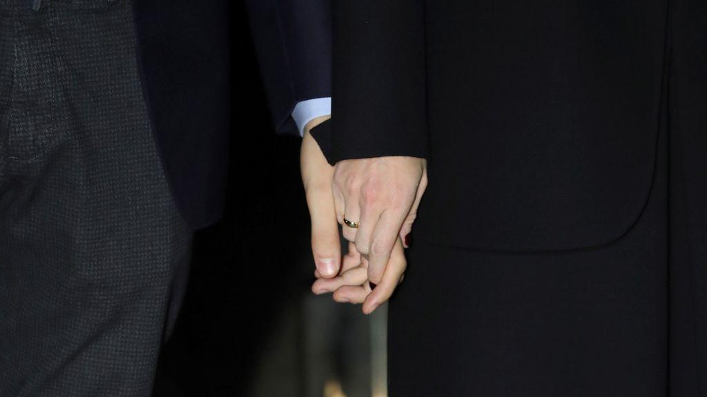 Manos y alianzas de Marta Ortega y Carlos Torretta tras su boda