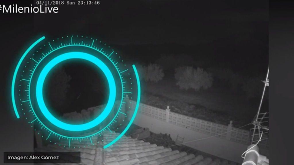 Inquietantes imágenes grabadas por una cámara: un objeto repta antes ...