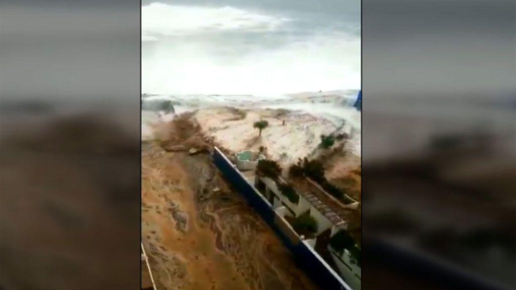 Olas de más de seis metros de altura obligan a evacuar varios edificios en municipios de Tenerife