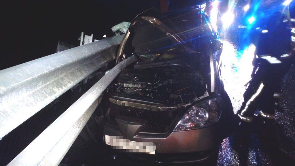 Brutal accidente sin heridos en la AP-68: el quitamiedos atravesó el coche por el lado del copiloto