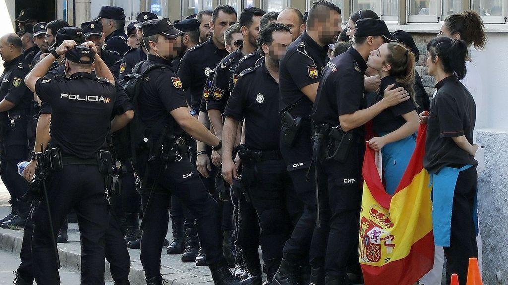 Los agentes de las fuerzas de seguridad huyen de Cataluña