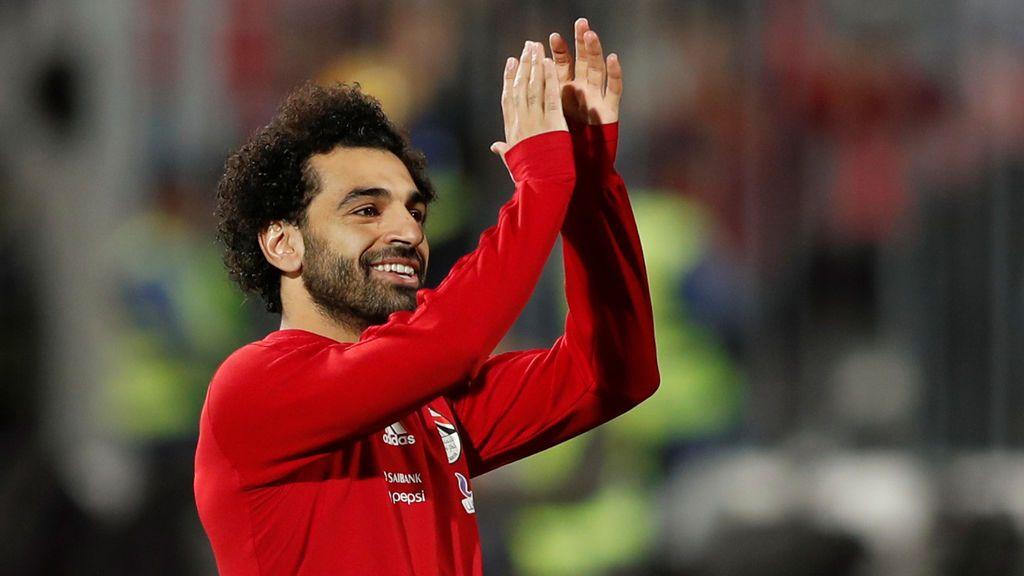 Salah pide perdón a una niña que le pidió marcar gol pronto para irse a casa a hacer los deberes