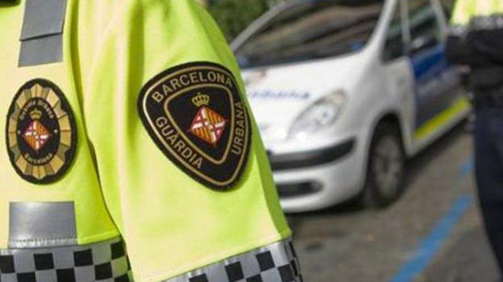 Detenidos por dejar a su hijo encerrado en el coche e irse de fiesta en Barcelona
