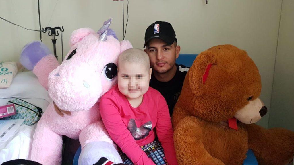 La niña hospitalizada a la que visitó Omar le manda un mensaje a Chabelita