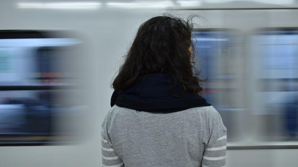 """""""Fuiste mi ángel de la guarda"""": la carta de agradecimiento de una mujer acosada en el metro a un desconocido"""