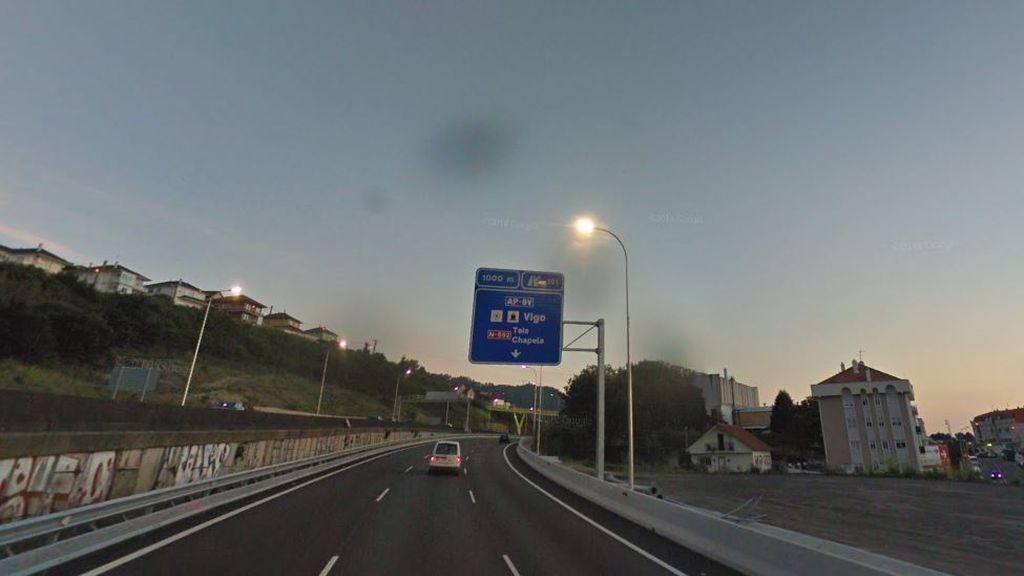 Seis personas heridas al precipitarse una furgoneta por un viaducto en Pontevedra