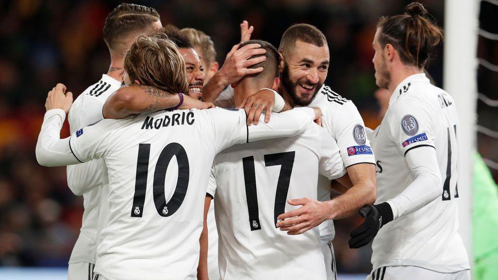 El Madrid vence en Roma con una leve mejora (0-2) y se mete en octavos como líder de grupo