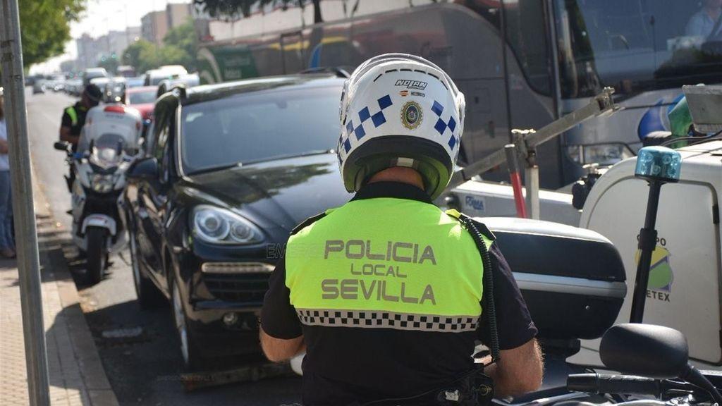 Detenido en Sevilla por conducir ebrio, intentar sobornar a un agente y después agredirle