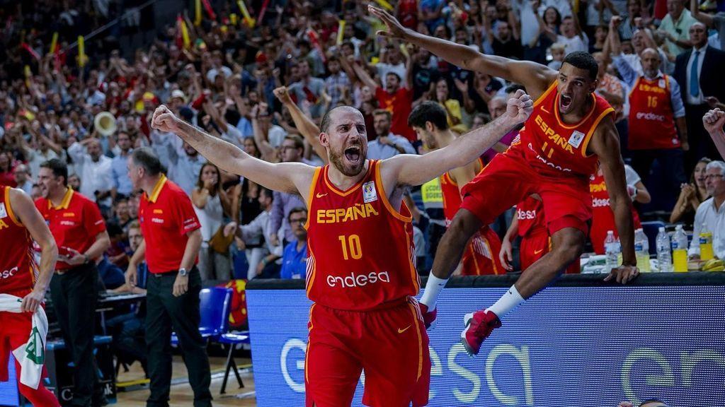La selección española de baloncesto celebra su última victoria, ante Letonia.