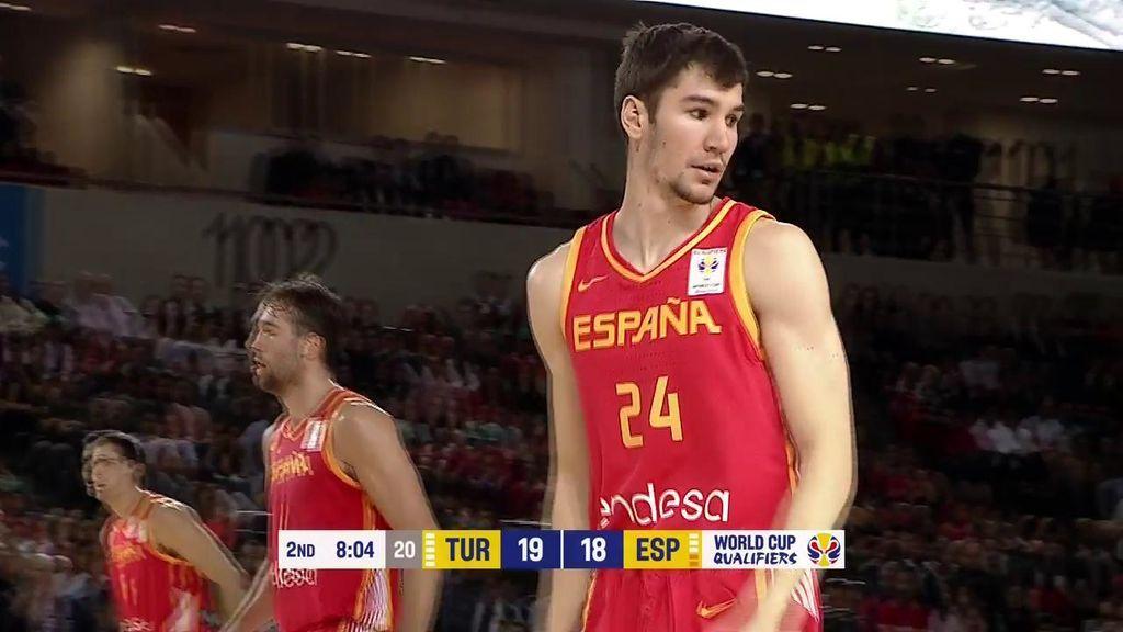 ¡Brizuela aclara el camino! Dos triples de Darío adelantan a España al final del primer cuarto