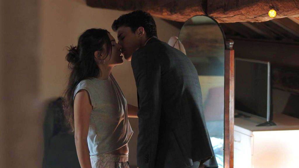Avance: Mario se besa con Lara poco antes de su boda con Nina Bandeira