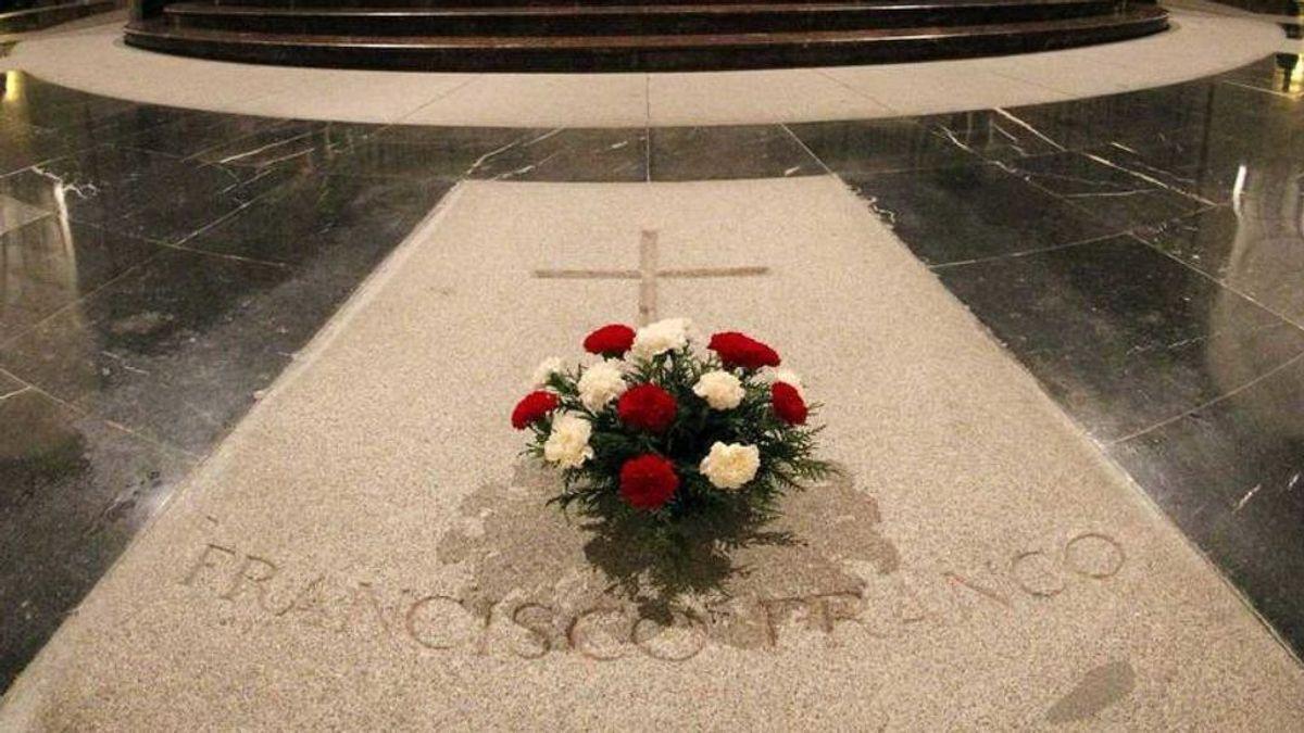 El Gobierno anuncia que a finales de diciembre dará la orden de exhumar a Franco