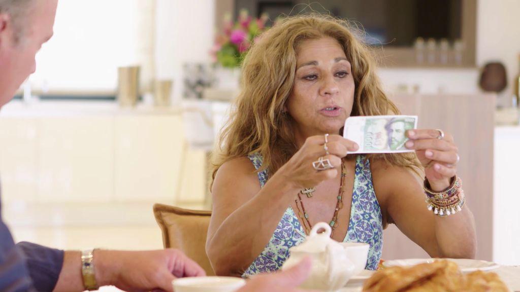 Bertín salda sus deudas con Lolita: Le devuelve las 1.000 pesetas que le dejó pero ella quiere intereses
