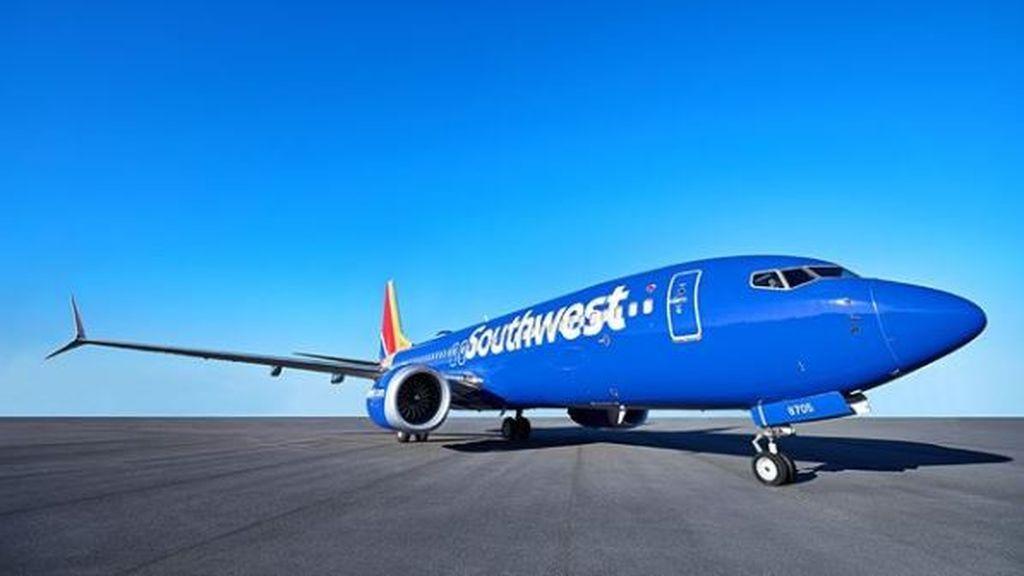 Una empleada de aerolínea se burla en redes sociales del nombre de una niña: Abcede