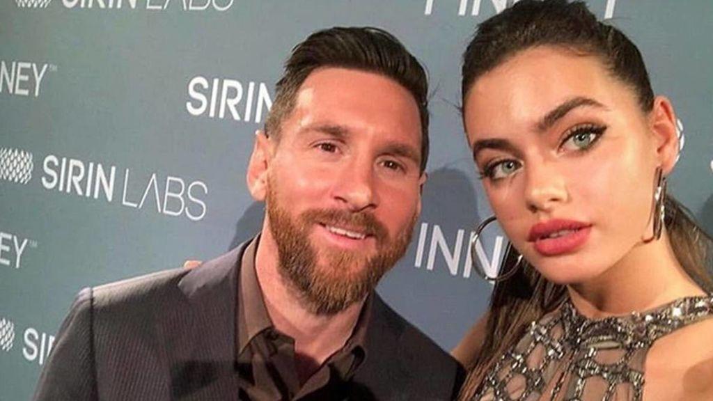 Messi evitando problemas con Antonella: el vídeo viral del argentino posando con una modelo