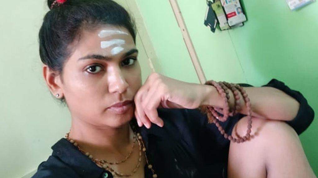 """Arrestan a una joven por publicar una foto """"enseñando el muslo"""" en India"""