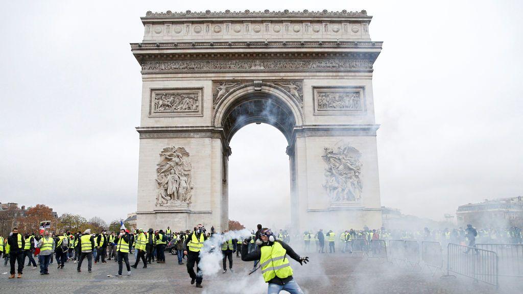 Los 'chalecos amarillos' continúan las protestas por tercer finde consecutivo