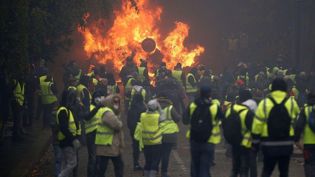 Los 'chalecos amarillos' vuelven a tomar París