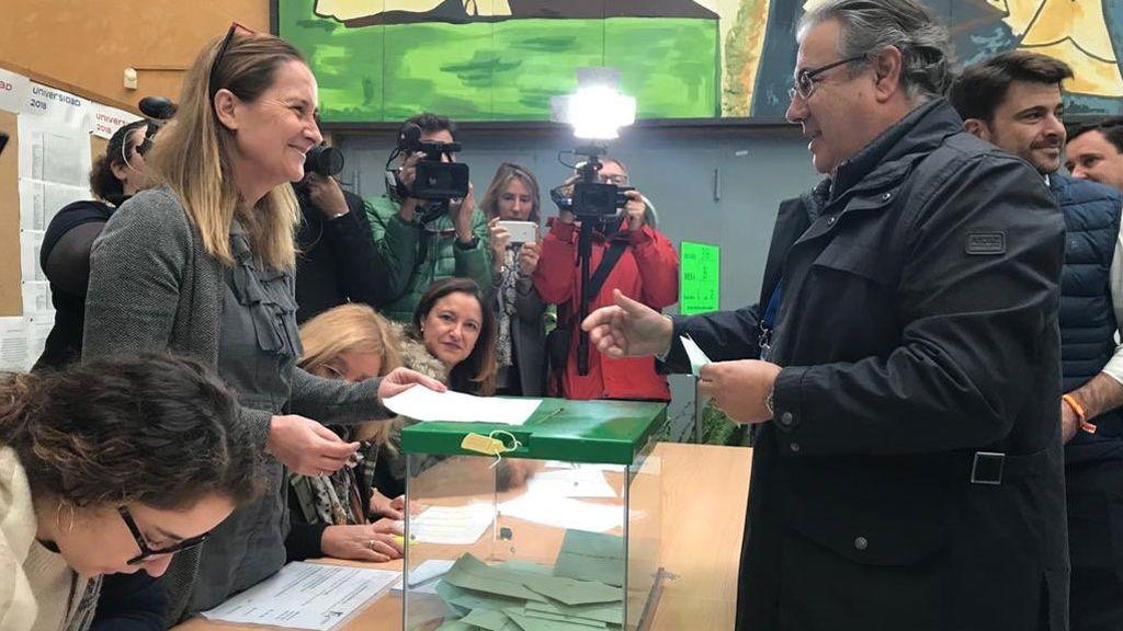 El exministro Juan Ignacio Zoido también se ha acercado a votar