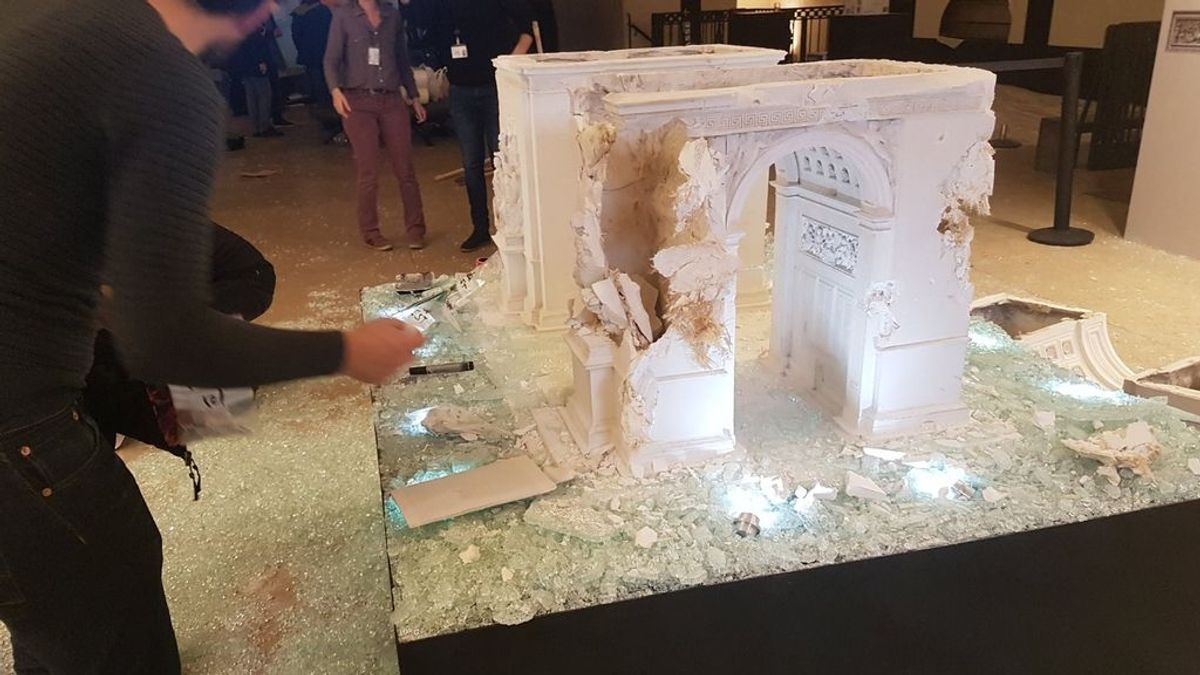 Los manifestantes de París causan daños materiales en el Arco del Triunfo