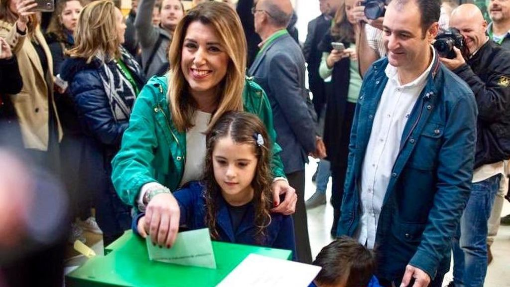 Susana Díaz, candidata por el PSOE-A, vota en Sevilla