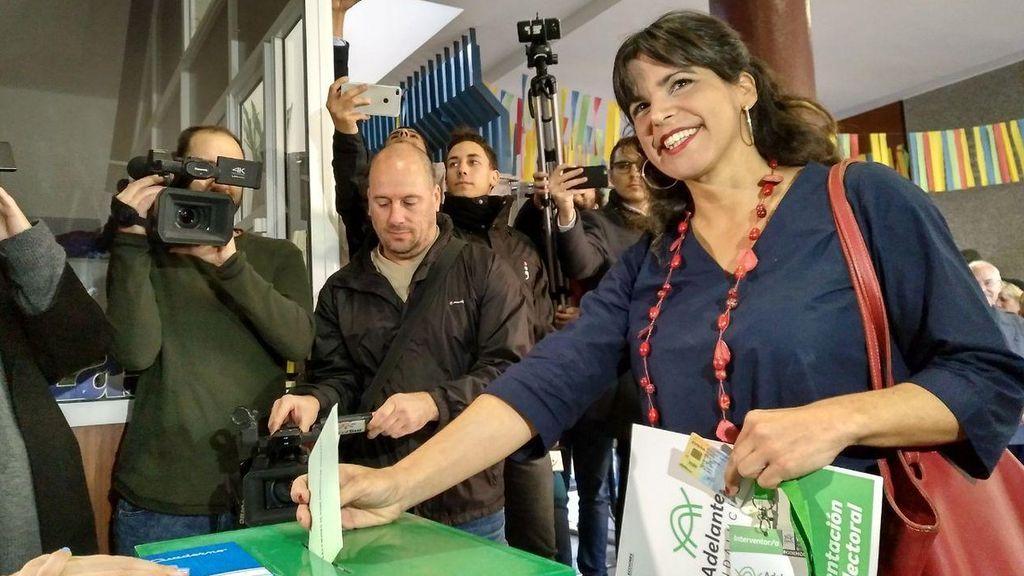 Teresa Rodríguez, candidata por Adelante Andalucía, vota en Cádiz