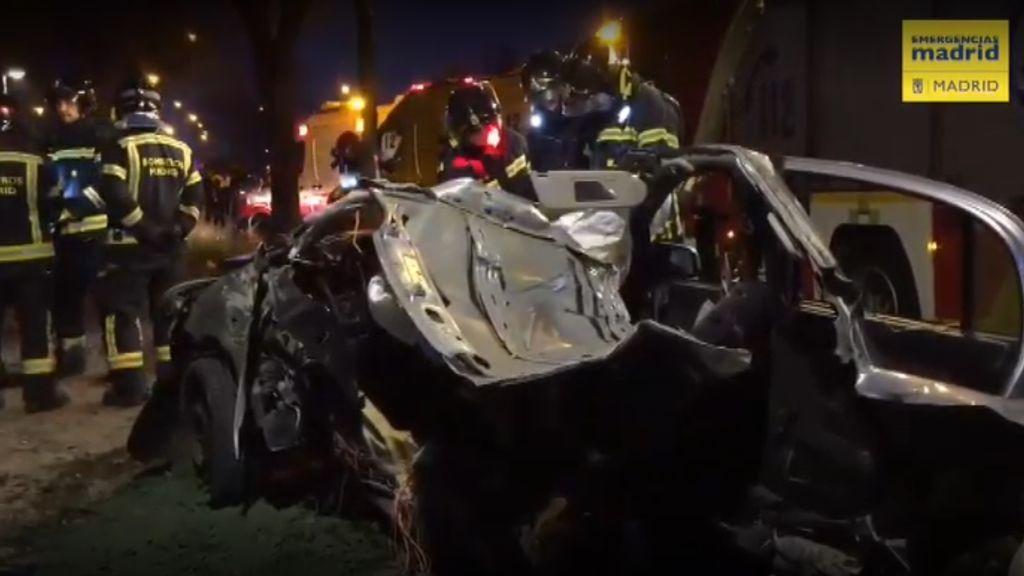 Muere un joven tras chocar su vehículo contra un árbol en el distrito madrileño de Villaverde