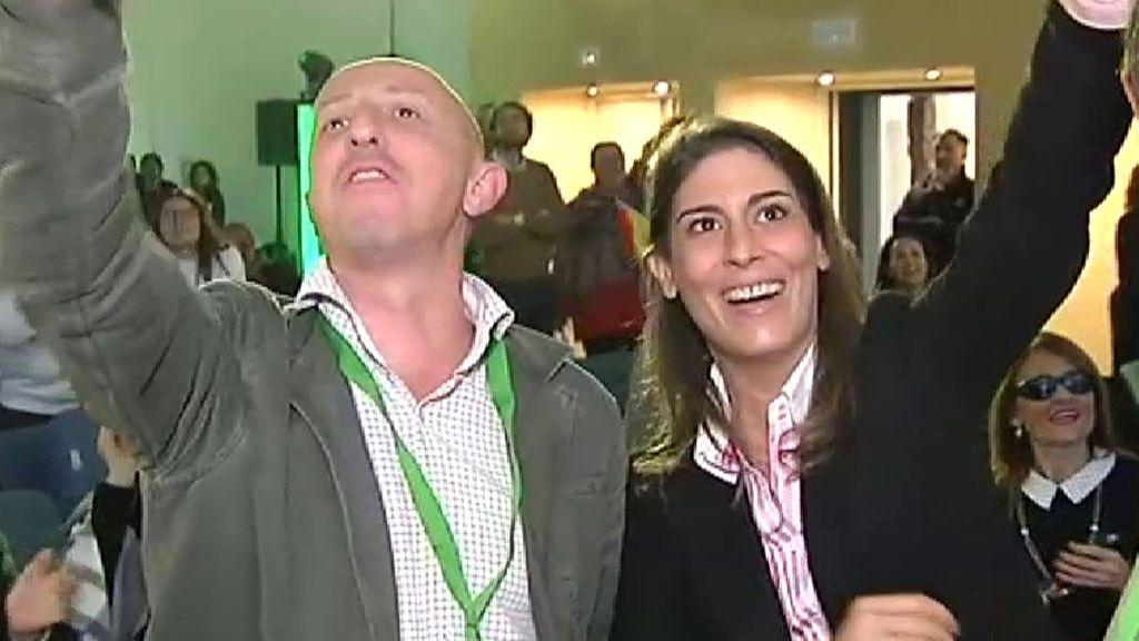Alegría desbordada de los seguidores de Vox por los 12 escaños en Andalucía