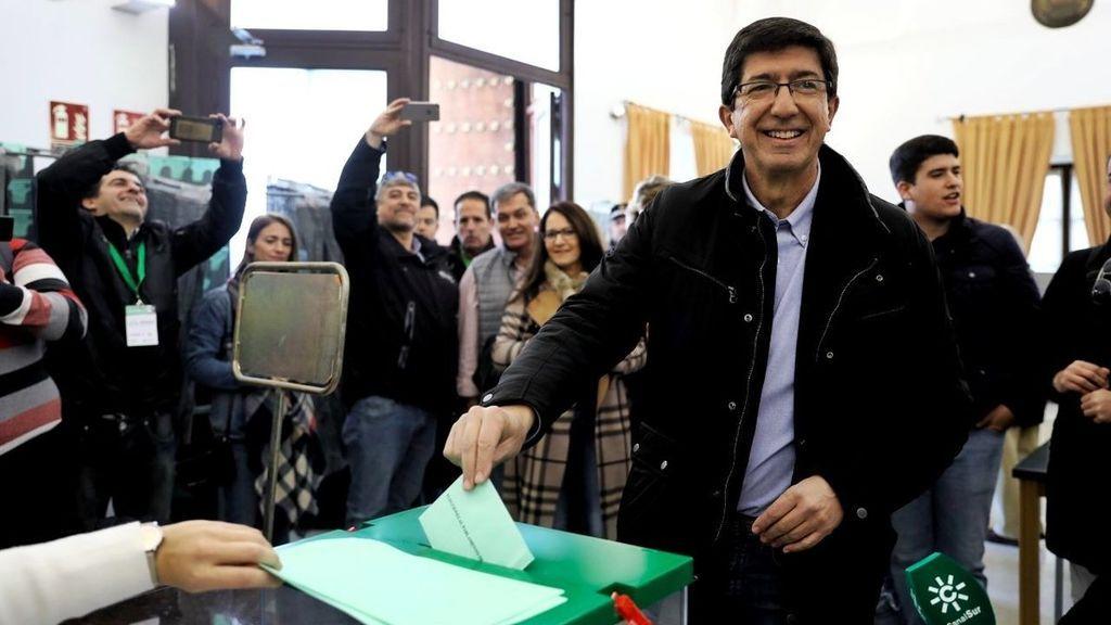 Juan Marín, candidato por Ciudadanos, vota en Sanlúcar de Barrameda