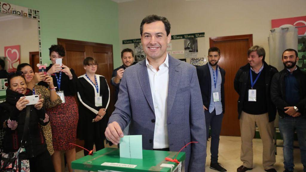 Juanma Moreno Bonilla, candidato por el PP-A, vota en Málaga