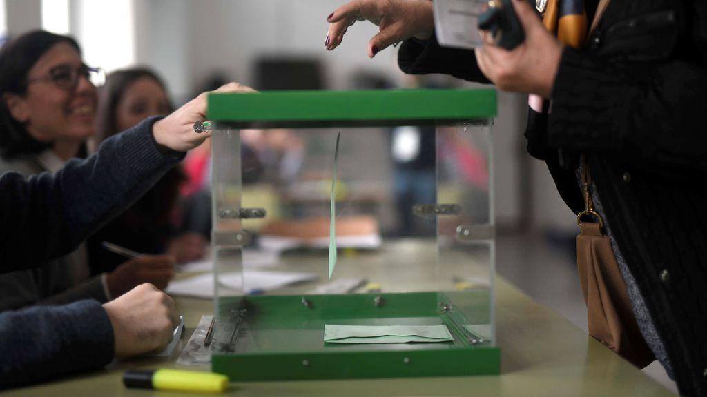 Los colegios electorales para los undécimos comicios autonómicos andaluces han abierto a las 09.00 horas del domingo